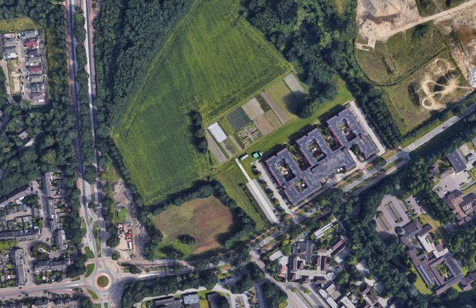 De Castiliëlaan in Eindhoven met hier nog het voormalige azc de Orangerie dat inmiddels is afgebroken. Hier komen vanaf 2020 500 tijdelijke woningen te staan.