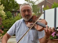 Violist Jozef speelt elke zomer in de binnenstad: 'Als ik speel moet jij de emotie voelen'