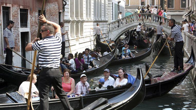 Overvolle kanalen in Venetië. De meeste oorspronkelijke bewoners van de stad zijn vertrokken. Beeld Manuel Silvestri/Reuters