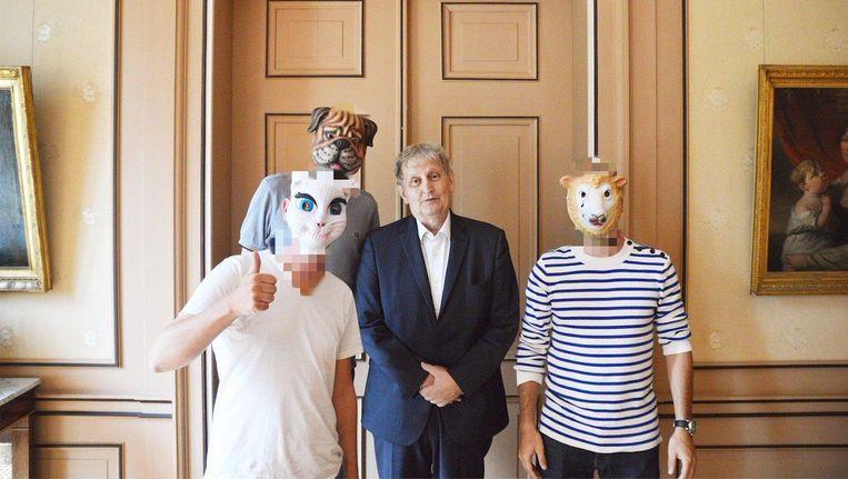 Het kunstenaarscollectief had een gezellig borrel met de burgemeester Beeld Kamp Seedorf