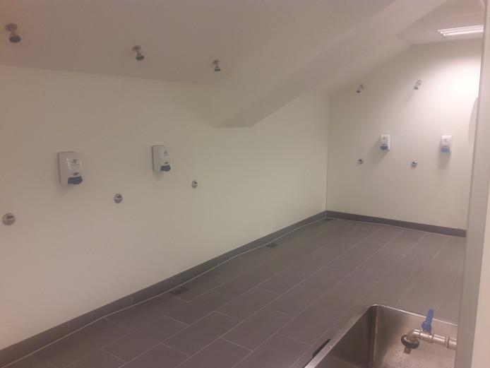 De doucheruimte in de kleedkamer van PSV in Haugesund
