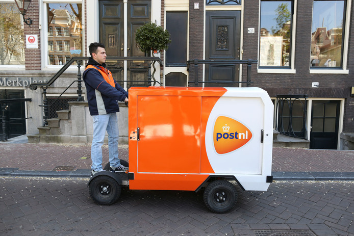Een elektrische bakfiets, zoals PostNL die vooral in drukke stadscentra wil gebruiken