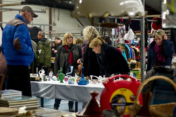Beeld van de vlooienmarkt in Olympic, die ook dit weekend weer gehouden wordt.