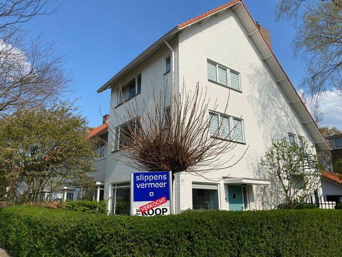 Huis verkocht in Eindhoven, hoek Burghplein-Sint-Leonardusstraat.