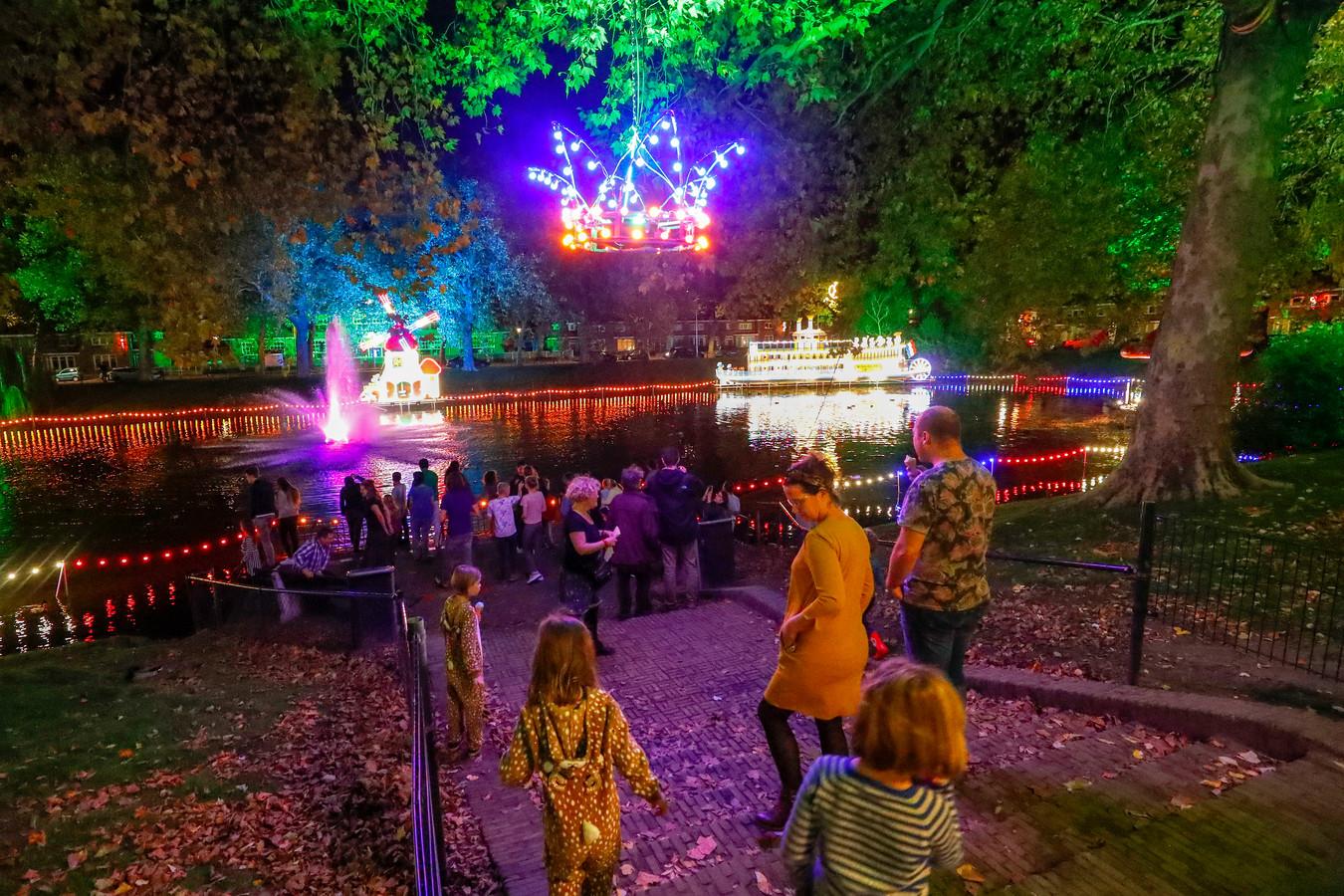 """laaste avond lichtjesroute een van de meest bezochte punten is de """"eendjes vijver"""""""