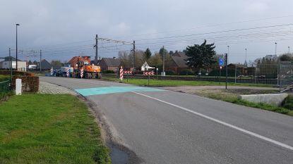 Opvallende strook moet aansluiting naar fietsostrade veiliger maken