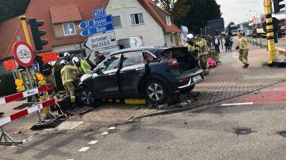 Vrouw zwaargewond afgevoerd na accident op A12