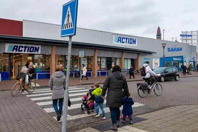 Onder meer de panden van Action en supermarkt Sahan bij winkelcentrum de Els in Waalwijk zijn van eigenaar gewisseld.