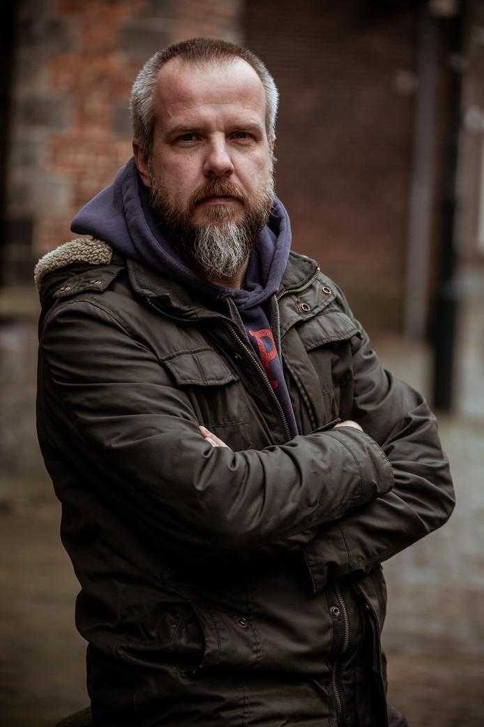 Journalist Eric Hoogeweg schrijft de dichtbundel Moderne gedichten voor mannen (en stiekem ook voor vrouwen).