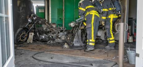 Brand in Goirle dooft vanzelf, maar laat grote schade na aan motoren en winkel