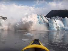 Deux kayakistes filment l'effondrement d'un glacier
