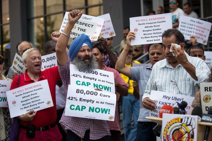 Demonstrerende taxi-chauffeurs afgelopen 6 augustus in New York. Ze eisen dat het stadsbestuur ingrijpt en wat doet tegen de concurrentie van Uber en Lyft.