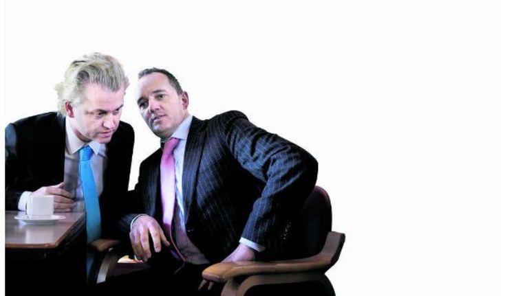 Geert Wilders overlegt met Machiel de Graaf, fractievoorzitter van de PVV in de gemeenteraad van Den Haag. Beeld ROBIN UTRECHT, ANP