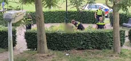 Politie arresteert met mes zwaaiende man in Hengelo na melding van buurtbewoners
