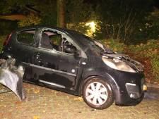 Auto brandt volledig uit in Culemborg, vermoedelijk sprake van brandstichting