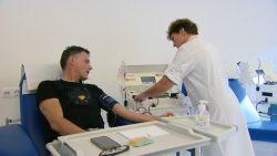 Kan jij helpen? Rode Kruis zoekt bloedplasma van genezen mannen voor coronamedicijn