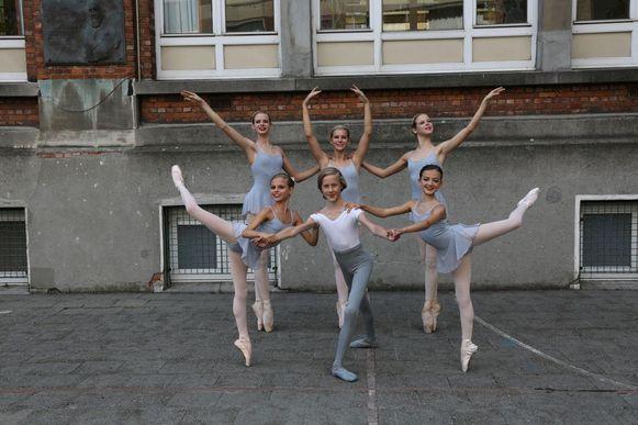 Boven: Alexine Verhelst, Morgane Descheemaeker en Olivia Verhelst. Onder: Juliette Windey, Oscar Verhaeghe en Nina Dumortier.