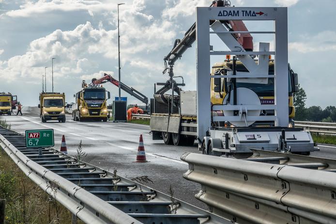 De A77 is afgesloten vanaf knooppunt Rijkevoort voor herstelwerkzaamheden. De verwachting is tot het dinsdag 10 september gaat duren.
