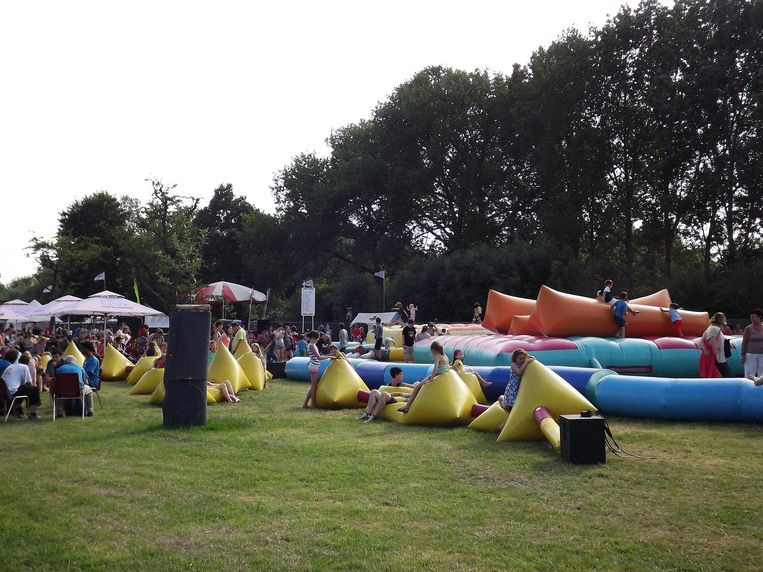 Kinderen leven zich uit in het Kids Village. Sfinks doet er alles aan om een familiefestival te zijn.