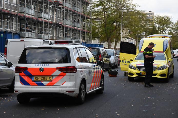 Ongeluk op Afrikalaan in Utrechtse wijk Kanaleneiland. Kind zwaar gewond na aanrijding met auto.