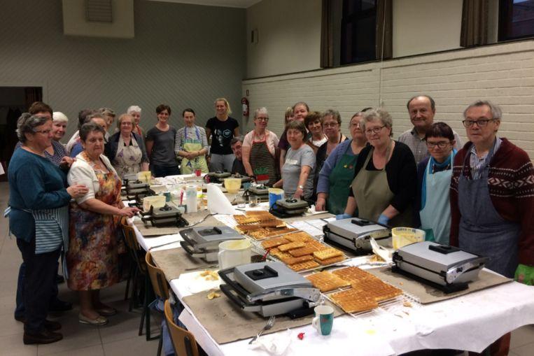Met 85 vrijwilligers bakte Samana Mere 10.000 wafels.
