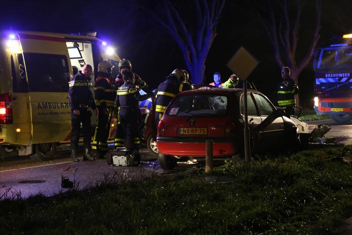 Dode en zwaargewonde bij ernstige aanrijding op Zevenbergseweg in Etten-Leur.