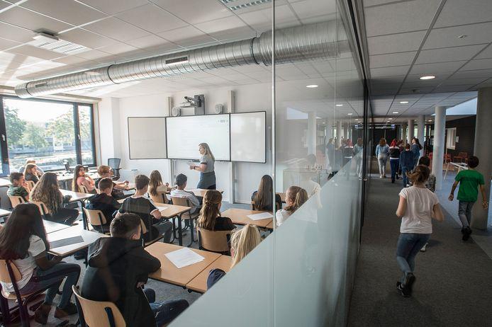 Ruimere klaslokalen met veel licht en glas in de nieuwbouw van het Frencken College.