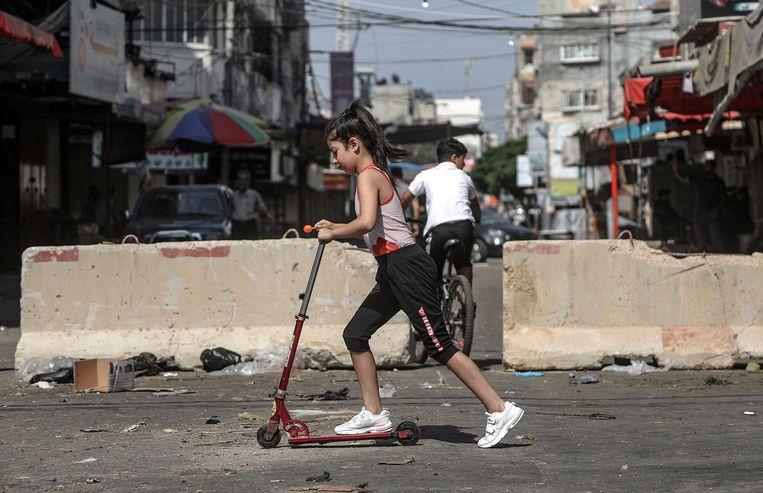 Een Palestijns meisje in Gaza. Beeld EPA