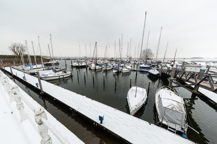 Bij Jachthaven Willemstad telde de wachtlijst vroeger zestig boten, terwijl er op dit moment nog wat plekken vrij zijn.