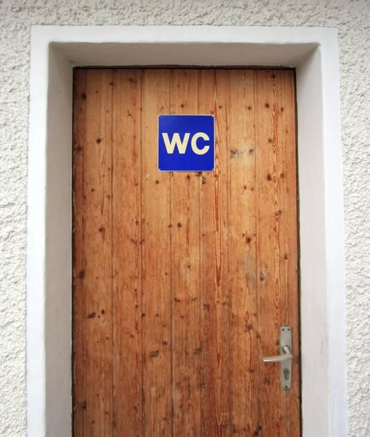 Hang desnoods moeilijk te onthouden kennis op de wc-deur.