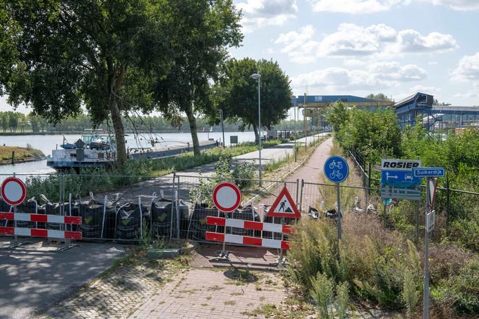 De tussen Sas van Gent en Zelzate vanwege verzakkingsgevaar sinds eind februari afgesloten Westkade.