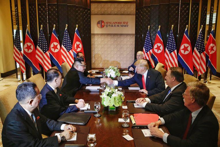 De bilaterale gesprekken in aanwezigheid van adviseurs gaan van start.