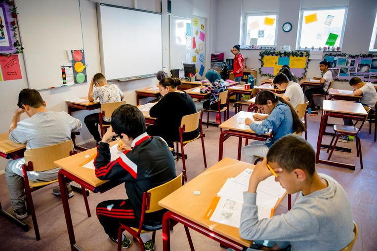 Basisschoolleerlingen buigen zich over de Cito-toets. Beeld anp