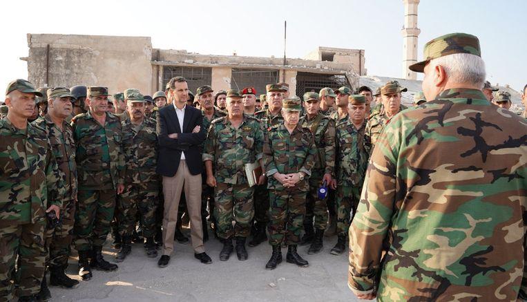 President Assad bezoekt Syrische soldaten in de provincie Idlib. Beeld AFP