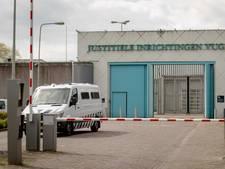 'Wekenlang in isoleercel': gevangene doet aangifte tegen directeur Vughtse gevangenis