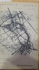 Schets van de vierbaansweg (geblokte stippellijn) die dwars over de Eng was gepland.