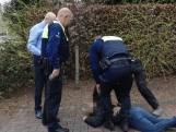 Winkeliers achtervolgen dief en vangen hem voor politie