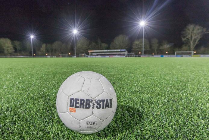 Foto ter illustratie. Een leeg veld. Ook bij Sportlust Glanerbrug. Want ook bij die club wordt er de komende tijd niet getraind.