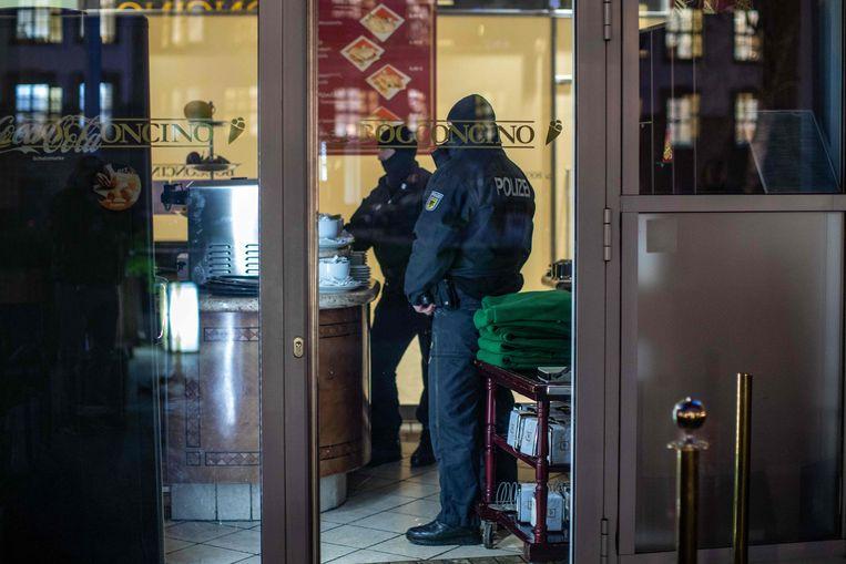 In Duisburg viel de politie binnen in een Italiaans ijssalon.