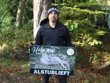 Opnieuw protest bij eendenslachterij, dit keer staat dierenactivist Joey Carbstrong in Ermelo
