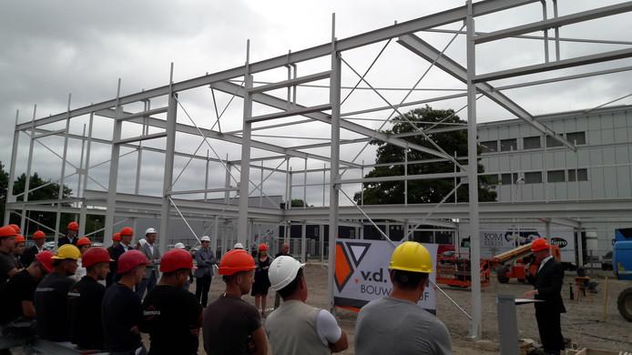 De nieuwbouw van Fontys Hogescholen op de Automotive Campus in Helmond bereikte maandag zijn hoogste punt.