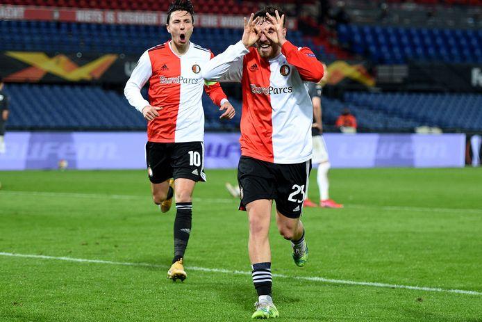 Doelpuntenmaker Orkun Kökçü en Steven Berghuis zijn door het dolle na de 2-0 tegen CSKA.