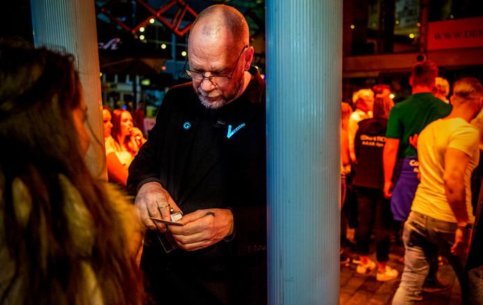 kosten id kaart rotterdam ID fraude om disco in te komen: 'Ik ben 18 jaar. Eerlijk waar