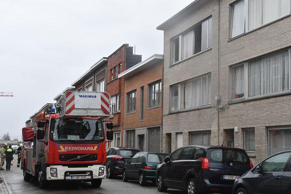 De ramen van de flat op de tweede verdieping werden uit het gebouw geblazen.
