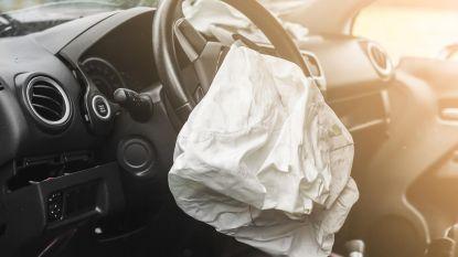 Dronken twintiger steelt auto van vriendin, rijdt hem in de prak en vlucht weg