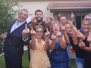 """La photo de ces nouveaux élus français fait scandale: """"Une insulte à la République"""""""