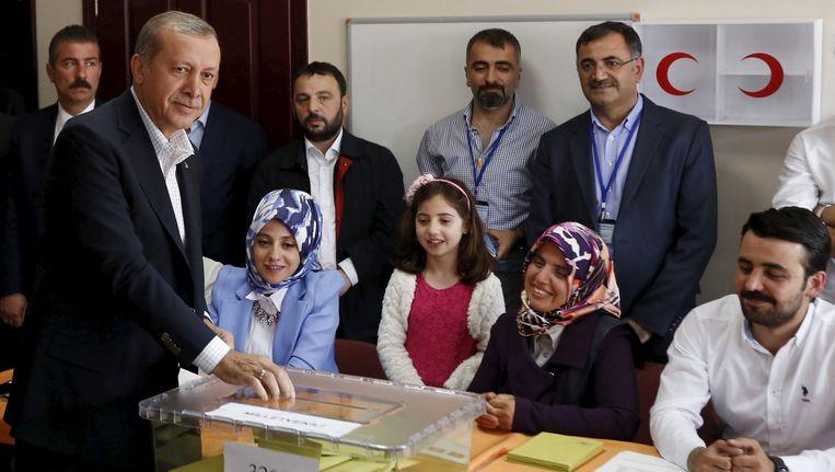 Erdogan vanochtend bij de stembus.