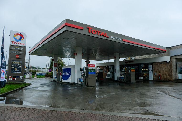 Het tankstation op de Terhulpensesteenweg in Maleizen werd overvallen, waarna de daders met hun vluchtauto crashten op de E411.