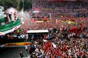 Ferrari-coureur Charles Leclerc op het podium na zijn gewonnen race in Monza op 8 september vorig jaar.