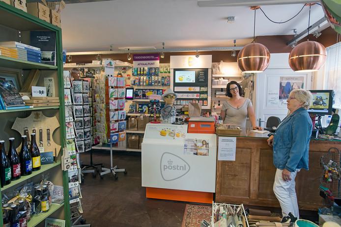 Kim Vogelsangs in haar winkel in Ravenstein.